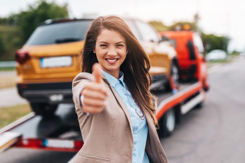 Frau mit defektes Auto verkaufen
